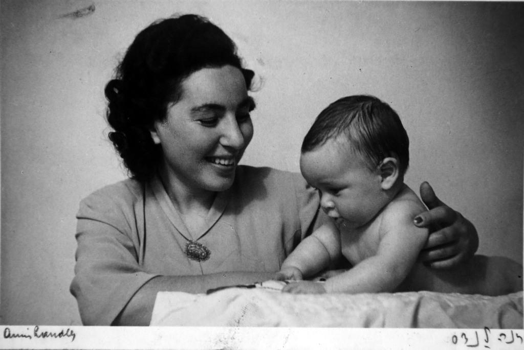 נורית הירש ואמא לאה