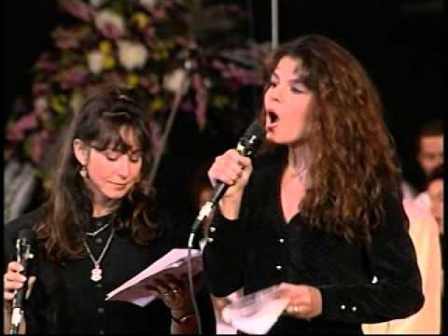 נורית הירש מופע הצדעה בהיכל התרבות בתל אביב