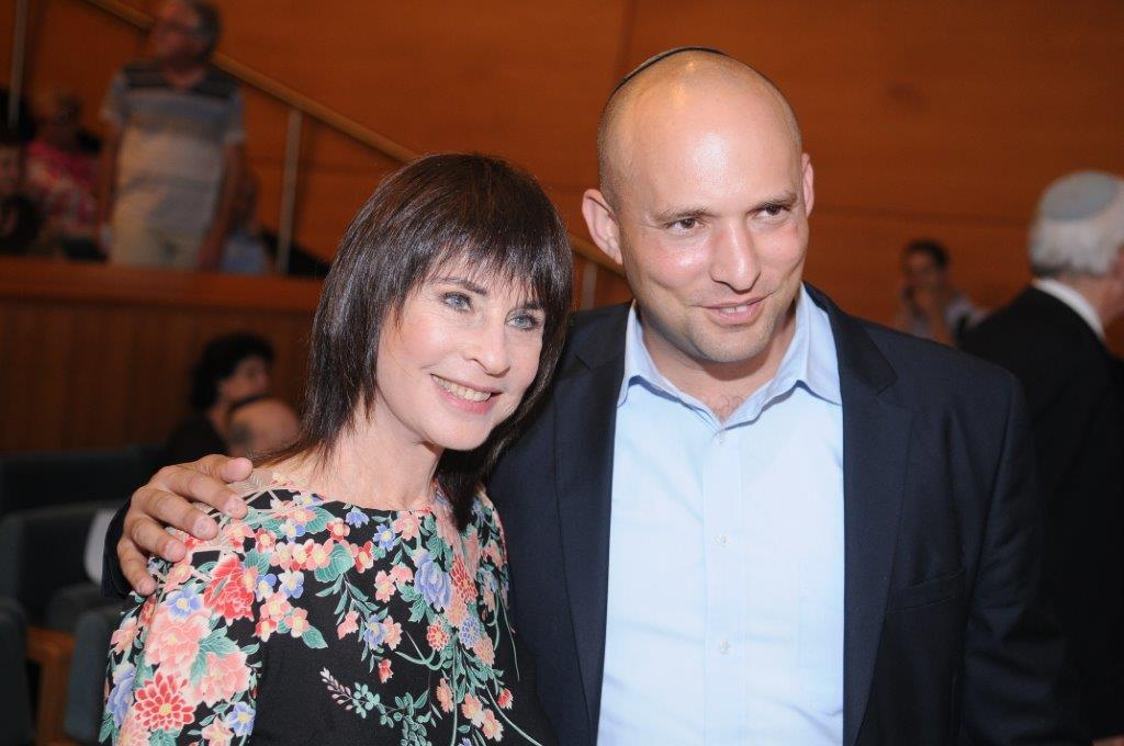 נורית הירש ונפתלי בנט בטקס פרסי העיתונות בירושלים
