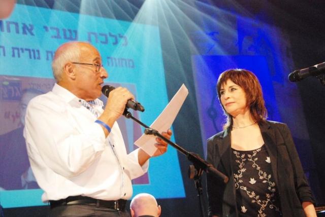 נורית  הירש עם ראש עירית חולון מוטי ששון 2014